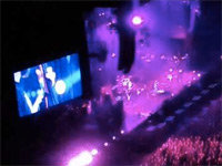 """Pearl Jam Breaks Into """"Let It Go"""" During Concert"""