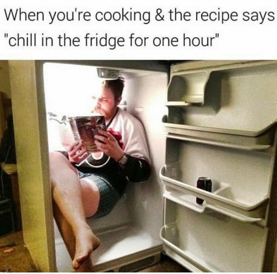 Холодильник засунуть на балкон.