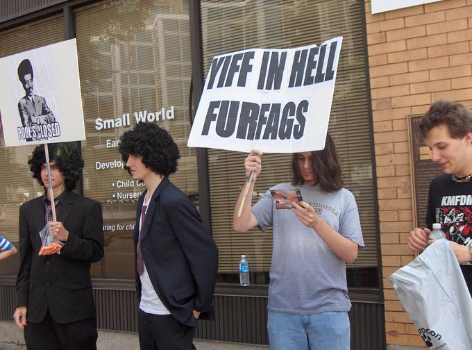 Anti-furry_protesters_near_AC_2007.jpg