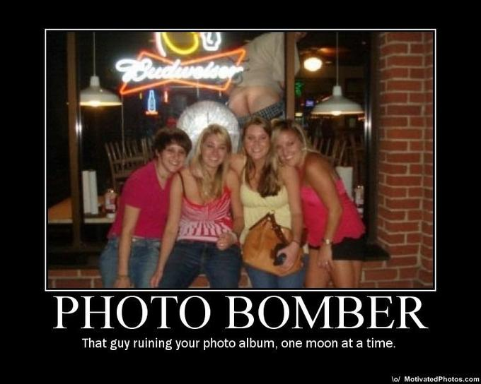 633533226507103159-photobombermooning.jpg