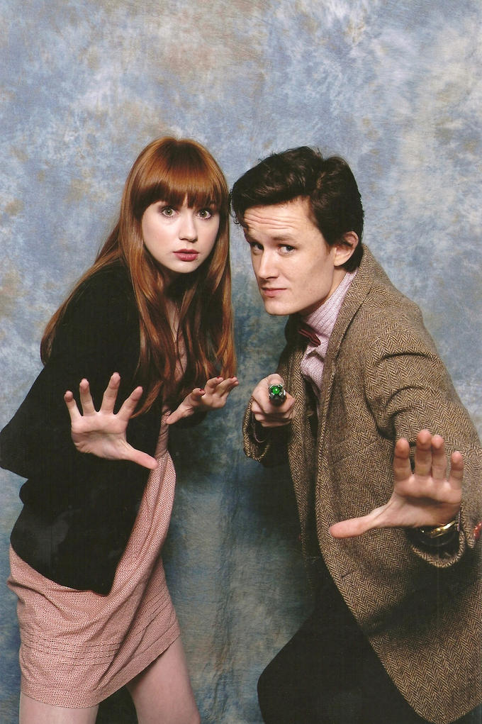 http://matteleven.tumblr.com/post/24290402303/me-with-karen-gillan-doing-the-hand-pose-today