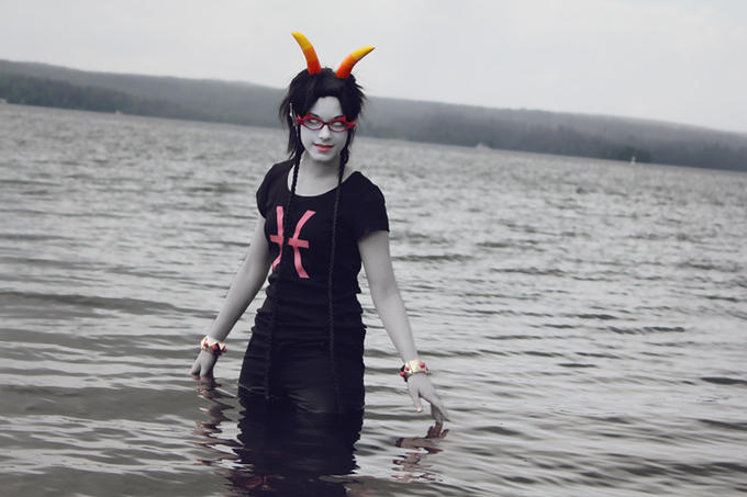 http://keychainy.tumblr.com/post/24891451391/more-water-pictures-me-as-meenah-photographer