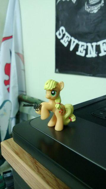 applejack found rick's revolver, run!