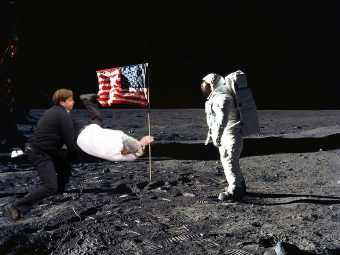 Action Piñi on moon